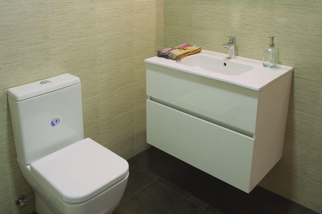 Sanitarios y muebles GALA en baños
