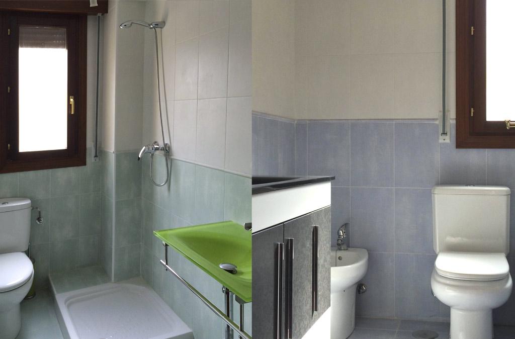 Dos baños con ventana